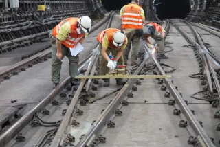 Online Monitoring of Rail Widths to Prevent Derailment