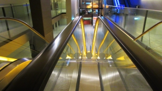 Disinfection Device for Escalator Handrails